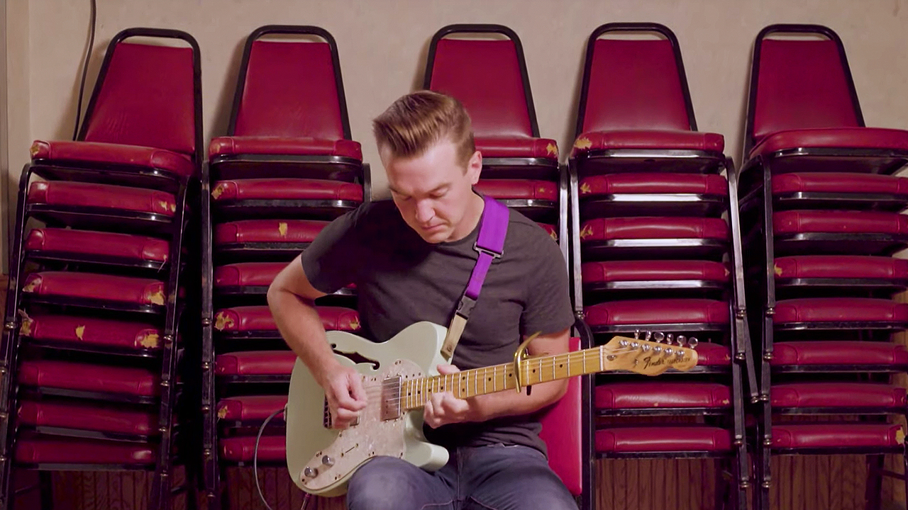 How to Use a Capo on an Electric Guitar with Tiny Moving...